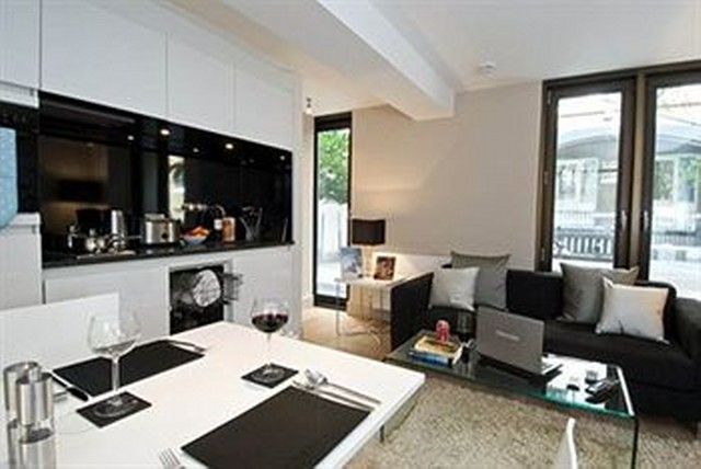 Blackfriars Serviced Apartments, Church Entry